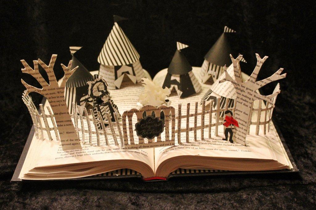 """Escultura em livro com o tema """"O circo da noite"""", cool! Original aqui >> http://wetcanvas.deviantart.com/art/The-Night-Circus-Book-Sculpture-358847647"""